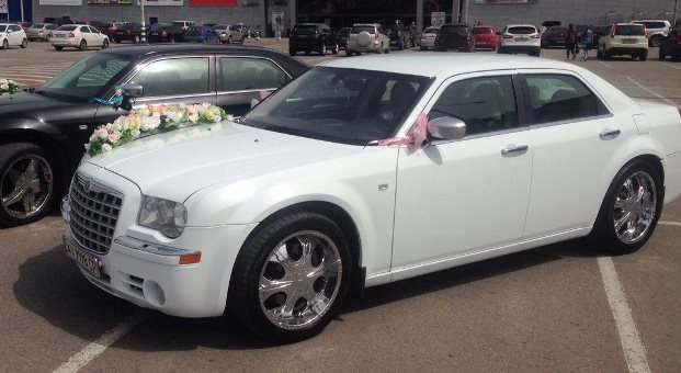 Chrysler 300C белый 400/ч